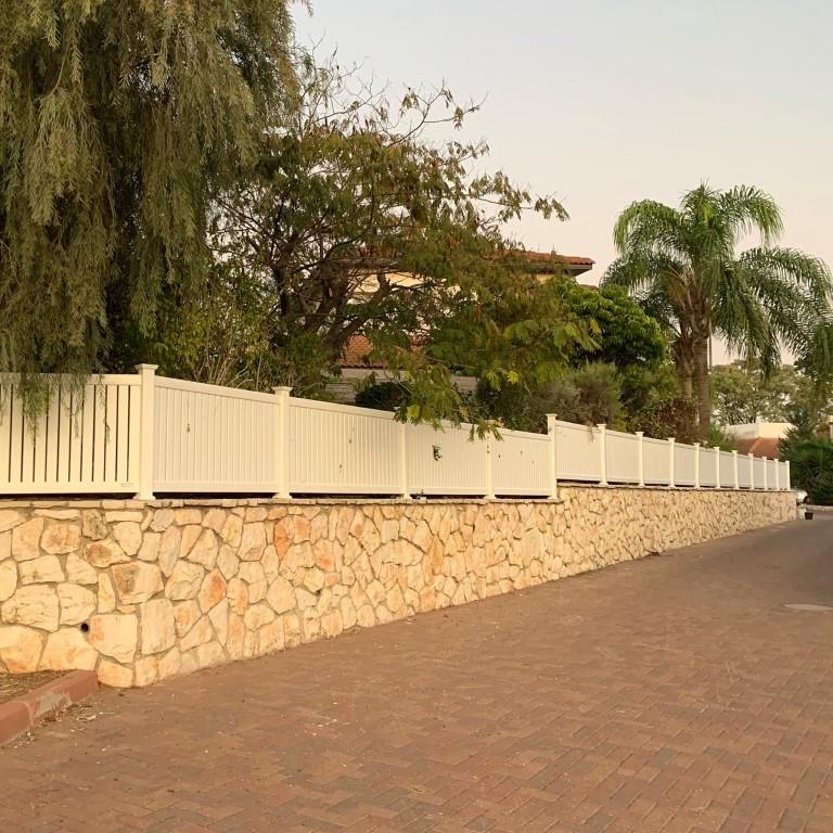 התקנת גדר לגינה במודיעין-מכבים-רעות דגם חצי פרטיות (3)